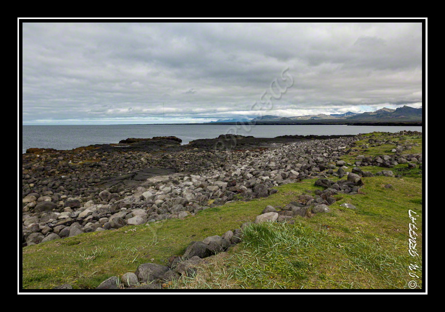 Öndverðarnes - Contrast between vegetation that has taken over the place and the remains of an ancient lava flow.[/la